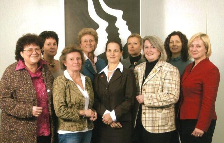 Der DF-Vorstand 2009: Dr. Kira Stein, Sieglinde Scheel, Gabriele Wrede, Dr. Dagmar E. Dennin, Dr. Bettina Schleicher, Almuth Kollmorgen, Marlies Brouwers, Ilona H. Eisner