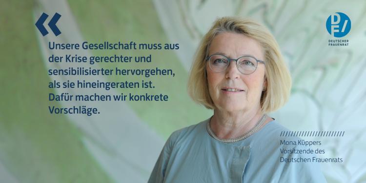"""Rechts im Bild DF-Vorsitzende Mona Küppers. Links daneben in blauer Schrift folgendes Zitat: """"Unsere Gesellschaft muss aus der Krise gerechter und sensibilisierter hervorgehen, als sie hineingeraten ist. Dafür machen wir konkrete Vorschläge."""""""